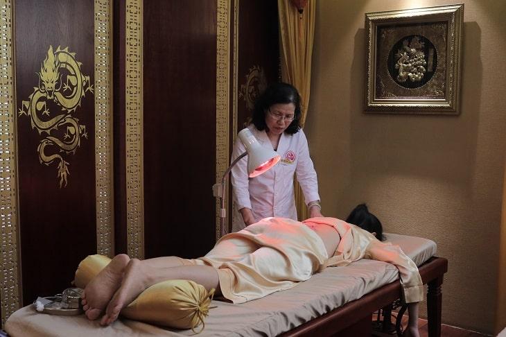 Châm cứu là phương pháp chữa bệnh phổ biến trong y học cổ truyền