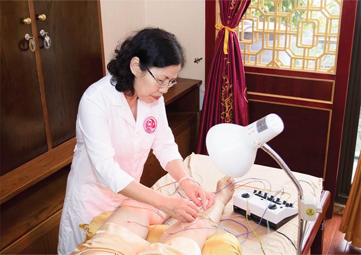 Vật lý trị liệu hiện là phương pháp điều trị thoái hóa cột sống được nhiều người áp dụng nhất