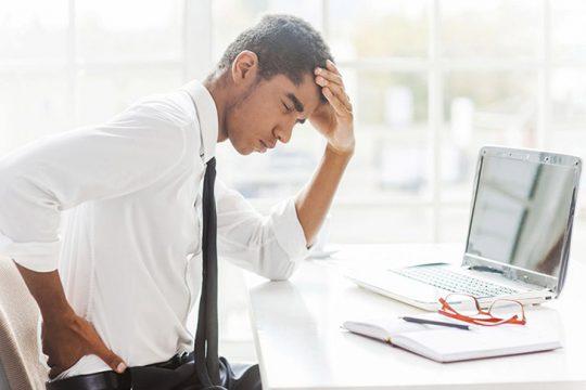 Người bệnh thoái hóa cột sống thường xuyên cảm thấy đau nhức các khớp