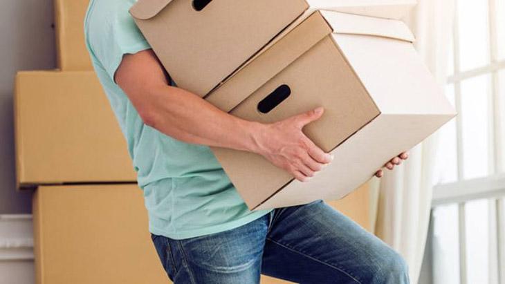 Mang vác vật nặng ảnh hưởng tới xương khớp