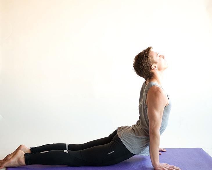 Upward Facing Dog tác động đến vùng cơ thắt lưng ở nam giới