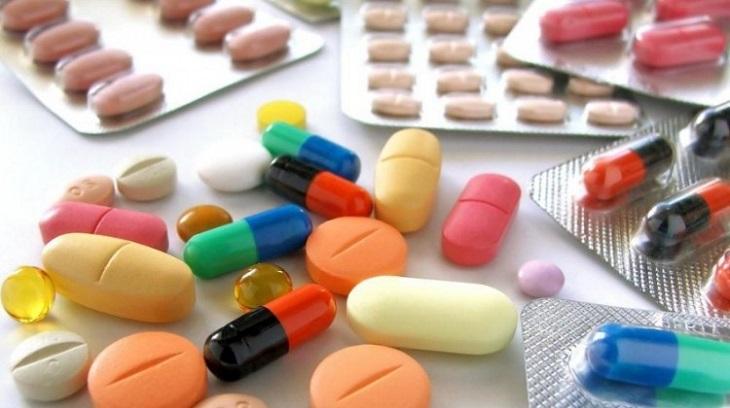 Dùng thuốc Tây là cách chữa tinh trùng màu vàng nhanh nhất nhưng dễ gây tác dụng phụ