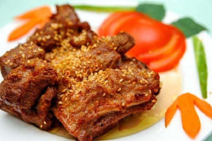 Nếu người bệnh thắc mắc mộng tinh ăn gì thì đừng bỏ qua món thịt dê ướp phục linh, sa nhân nướng