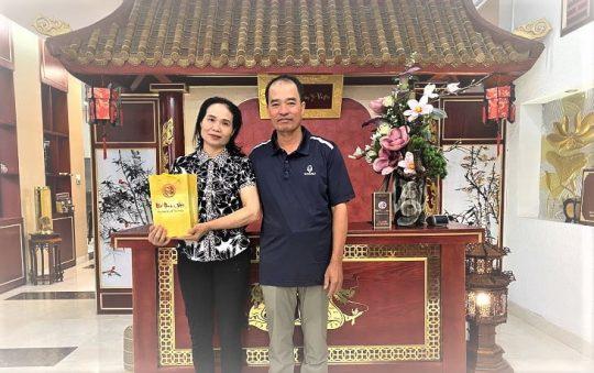 Sau lần nhập viện bất ngờ của bố, CEO Nguyễn Thị Phương Thảo đã quyết định tìm hiểu và mua tặng bố mẹ gói chăm sóc sức khỏe Nhất Nam Trường Thọ.