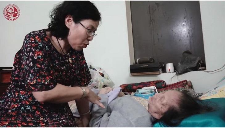 Cuộc gặp gỡ giữa Ts.Bs Nguyễn Thị Vân Anh với Mệ Dinh - Người cung nữ cuối cùng của triều Nguyễn