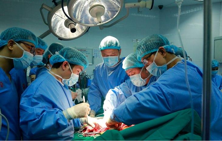 Bệnh viện sở hữu đội ngũ bác sĩ trình độ chuyên môn cao, được đi tu nghiệp tại nước ngoài