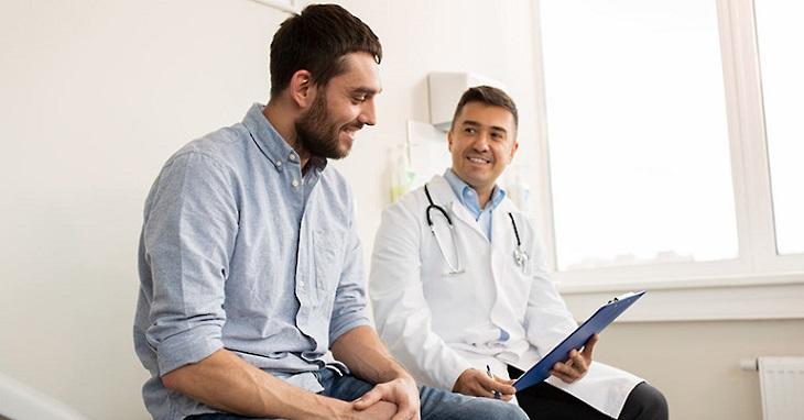 Đưa chồng đi khám nhằm phát hiện chính xác tình trạng bệnh và có hướng điều trị phù hợp