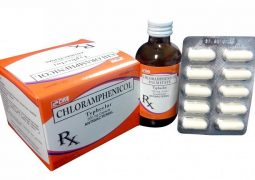 Chloramphenicol dùng cho trường hợp nam giới di tinh do viêm nhiễm bao quy đầu