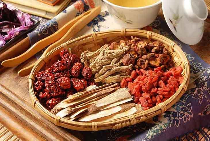 Các bài thuốc Đông y điều trị lành tính, ít tác dụng phụ