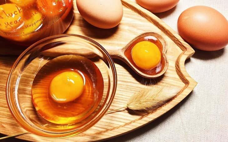 Kết hợp trứng gà - mật ong trị bệnh hiệu quả