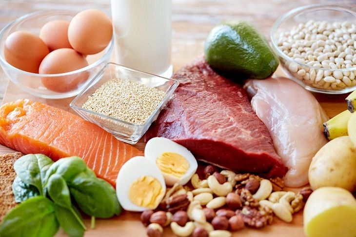 Thay đổi chế độ dinh dưỡng hợp lý là cách trị tinh trùng loãng tại nhà quan trọng, nam giới không được bỏ qua