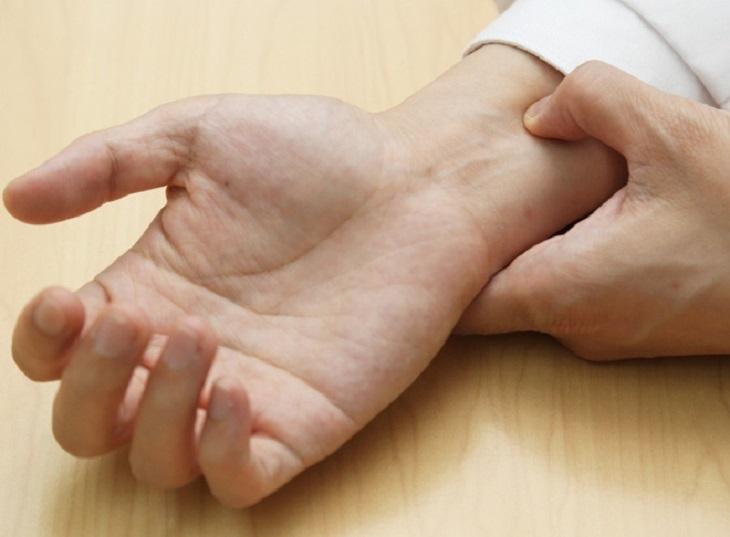 Hướng dẫn thực hiện chống xuất tinh sớm bằng ấn cổ tay đúng cách, đạt hiệu quả kéo dài thời gian quan hệ