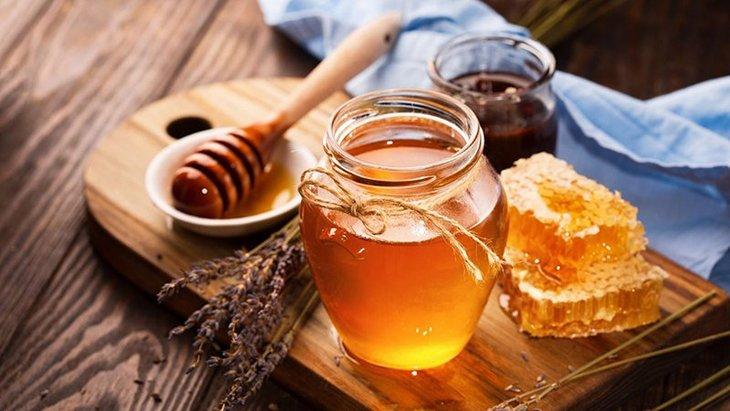 Mật ong chứa nhiều dưỡng chất tốt cho sinh lý nam giới