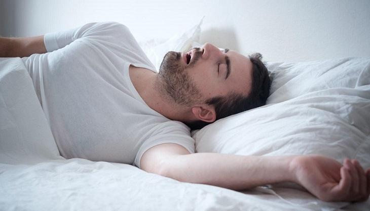 Xuất tinh trong lúc ngủ khiến nam giới thấy xuất hiện tinh dịch ở quần sau khi ngủ dậy