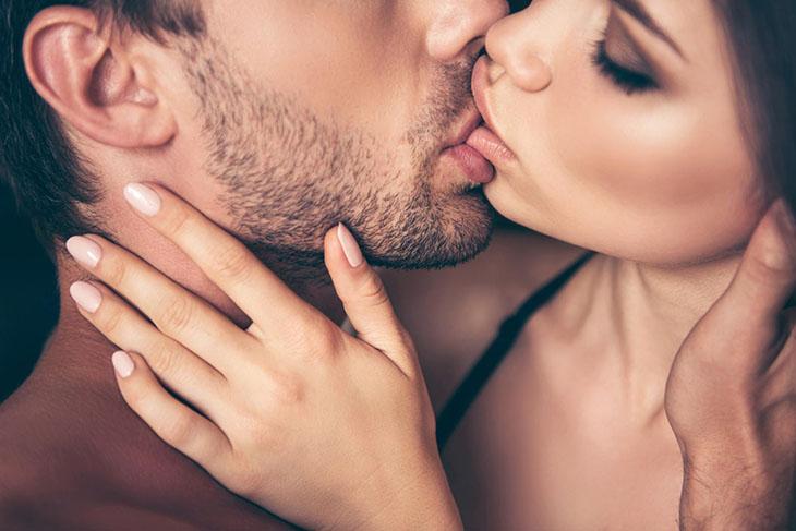 Những nụ hôn nồng cháy chắc chắn sẽ làm chàng mê mệt