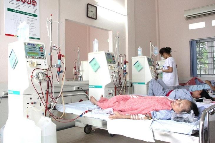 Biến chứng suy thận cấp và mãn tính khiến người bệnh phải lọc máu