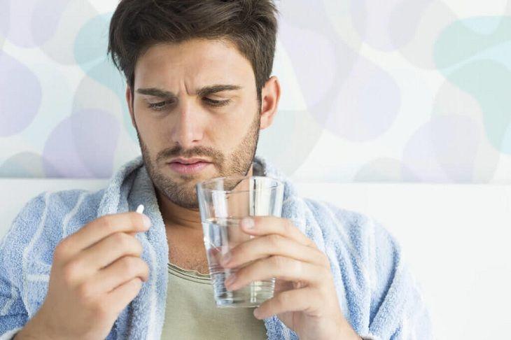 Nam giới sử dụng thuốc chữa bệnh di tinh cần tuân theo chỉ định của bác sĩ chuyên khoa