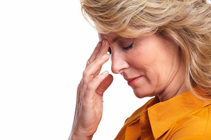 Căng thẳng hoặc sang chấn tâm lý có thể khiến tình trạng bệnh nặng thêm