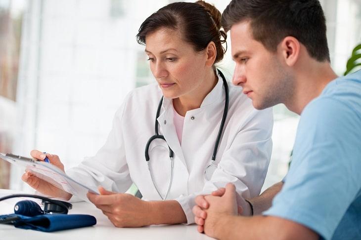 Cần đi khám nam khoa để phát hiện sớm tình trạng tinh trùng yếu