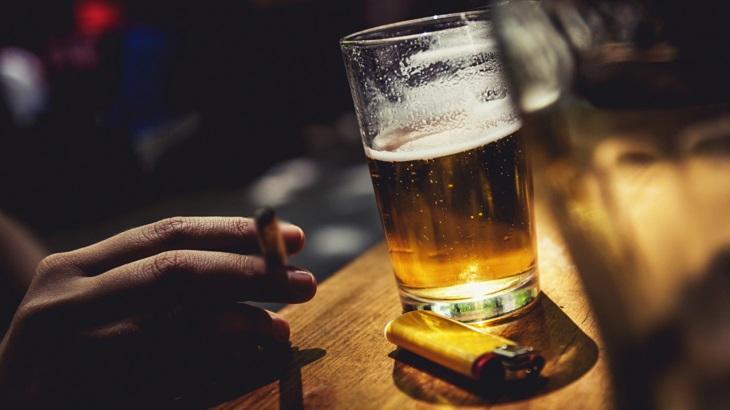 Cần tuyệt đối tránh bia rượu và thuốc lá nếu không muốn bị yếu sinh lý