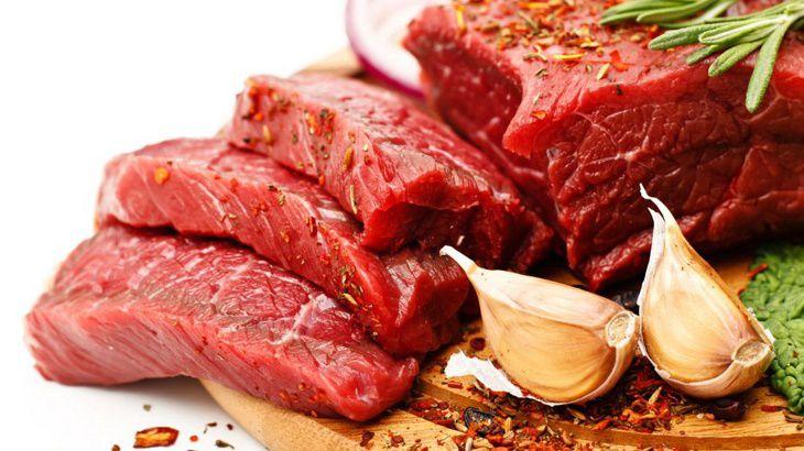 Thịt đỏ không tốt cho người bị thoái hóa cột sống vì nó chứa nhiều đạm gây viêm
