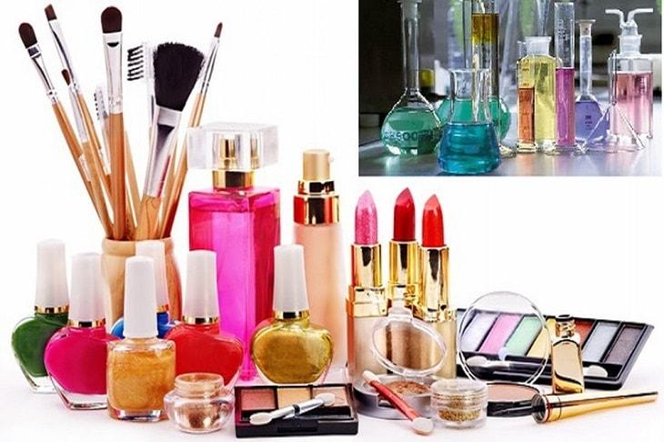 Các loại mỹ phẩm chứa hóa chất cũng là nguyên nhân gây bệnh