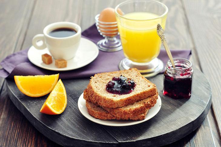 Bữa sáng vô cùng quan trọng với người bị sỏi mật