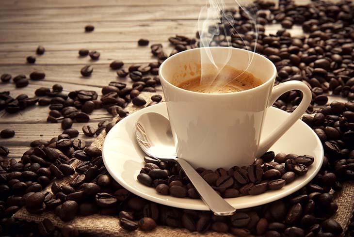 Người bệnh có thể bổ sung 2 cốc cà phê mỗi ngày