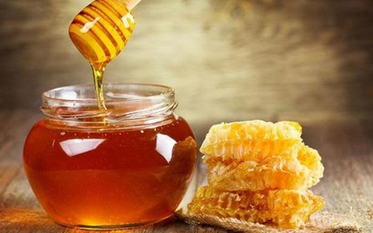 Sử dụng mật ong và bột nghệ