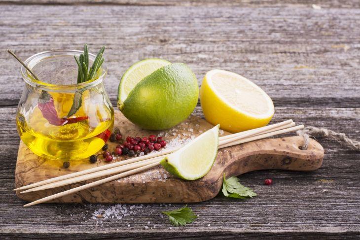 Sử dụng dầu oliu cùng nước cốt chanh mang lại hiệu quả tốt cho bệnh nhân bị sỏi mật