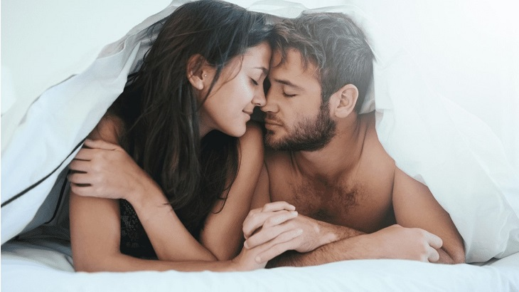 Chăm chút cho màn dạo đầu và lựa chọn tư thế phù hợp giúp giảm đau sau khi quan hệ