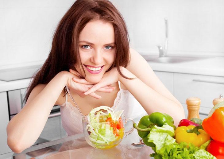 Chế độ ăn uống lành mạnh giúp cải thiện hiệu quả tình trạng nước tiểu
