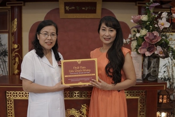 diễn viên Thùy Liên được con gái tặng gói nhất nam trường thọ