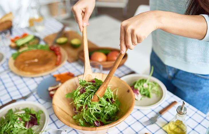 Người bệnh sau khi mổ túi mật nên ăn nhiều rau củ