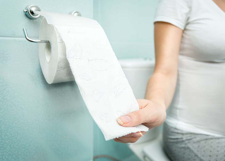 Sự thay đổi trong cơ thể như hormone hay tử cung chèn ép bàng quang gây bệnh tiểu không tự chủ