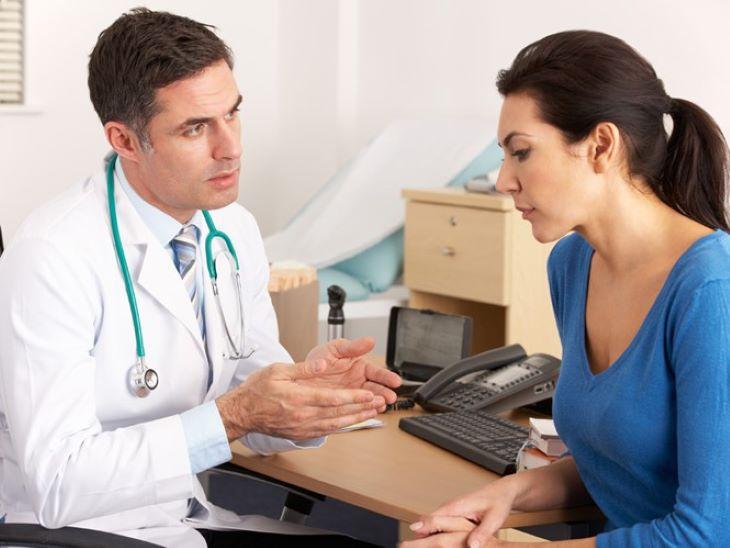 Người bệnh nên chủ động gặp bác sĩ để theo dõi trong suốt quá trình sử dụng phác đồ điều trị viêm khớp