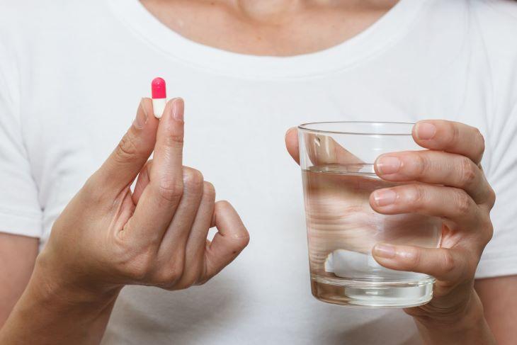 Uống thuốc với một lượng nước vừa đủ để hòa tan hoạt chất