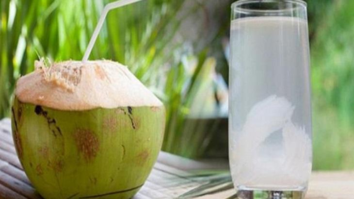 Bổ sung nước dừa hàng ngày