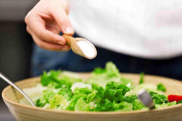 Chế độ ăn nhiều rau xanh và ít muối tốt cho người suy thận