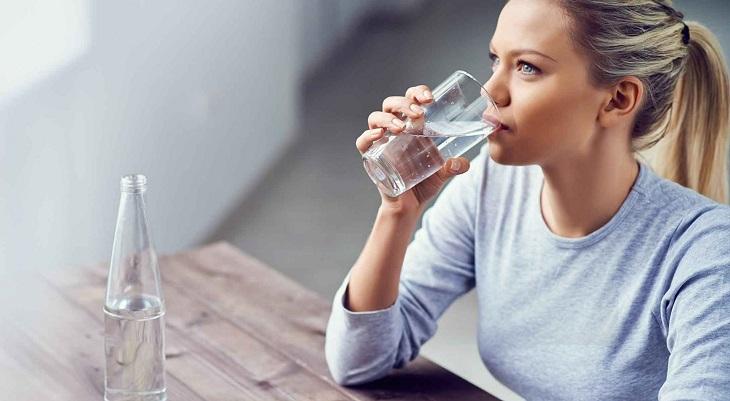 Người bệnh cần uống nhiều nước và có lối sống lành mạnh