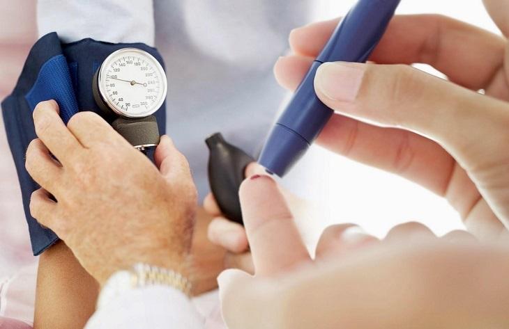 Người bệnh có thể gặp phải biến chứng tăng huyết áp và tiểu đường