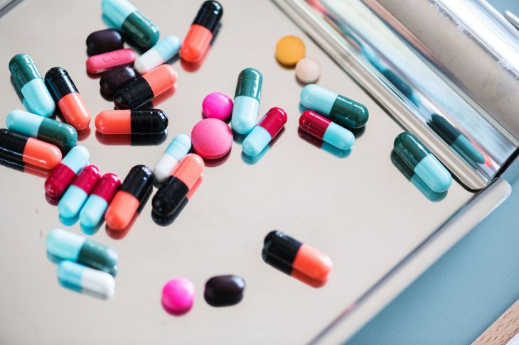 Thuốc trị viêm tuyến tiền liệt được bán ở hầu hết các nhà thuốc