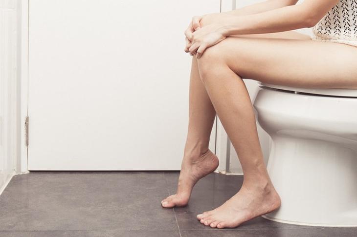 Chứng tiểu ra máu ở phụ nữ khiến nhiều chị em lo lắng
