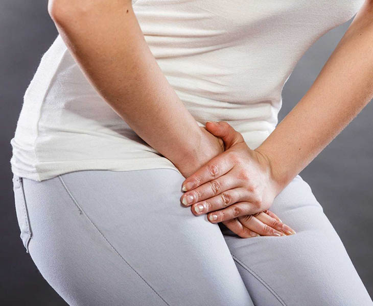 Đau rát khi đi tiểu là một trong những triệu chứng sỏi thận ở phụ nữ