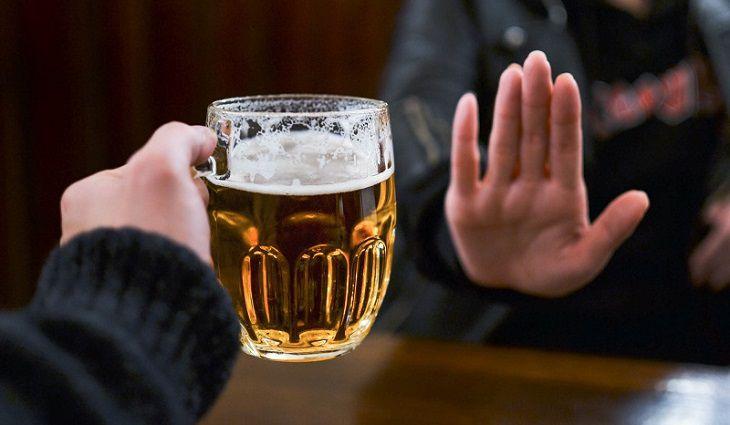 Để hỗ trợ quá tình điều trị ung thư tuyến tiền liệt, nam giới cần kiêng bia rượu