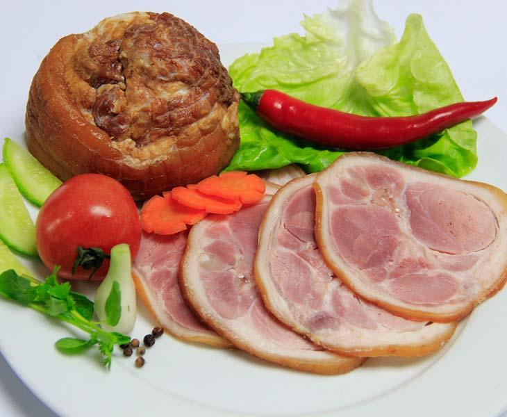 Người mắc viêm cầu thận mạn không nên sử dụng thịt xông khói trong thực đơn hàng ngày