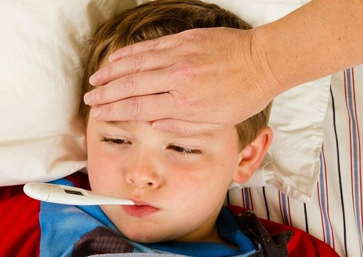 Sốt là triệu chứng điển hình khi trẻ bị nhiễm trùng đường tiểu