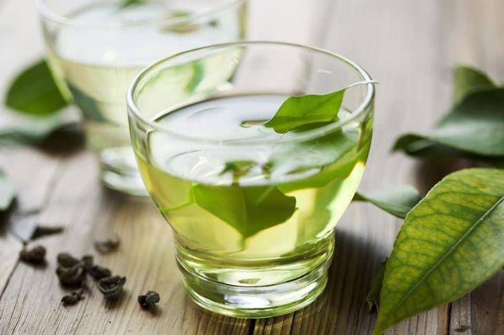 Lá trà xanh có thể giúp giảm viêm và sưng tấy cho các khớp