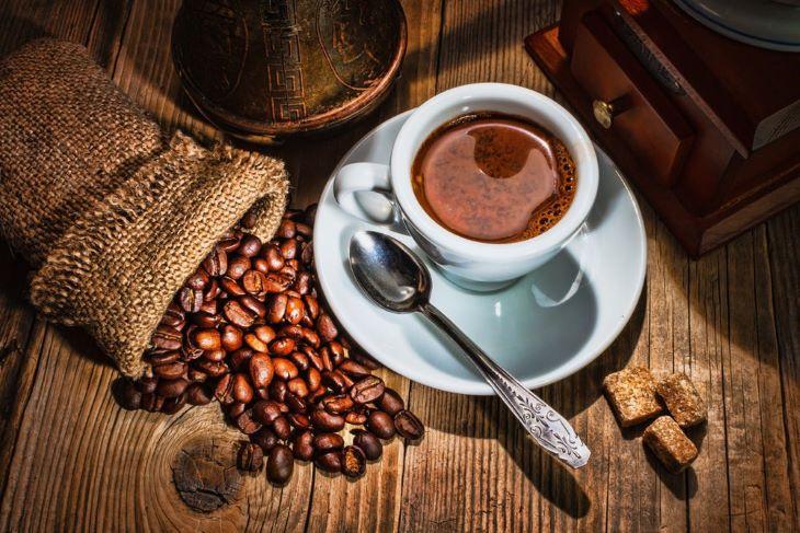 Hạn chế những thực phẩm có chứa caffein khi đang bị đau khớp