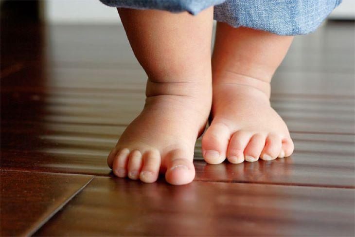 Viêm khớp có thể gây nhiều ảnh hưởng đến các chi của trẻ